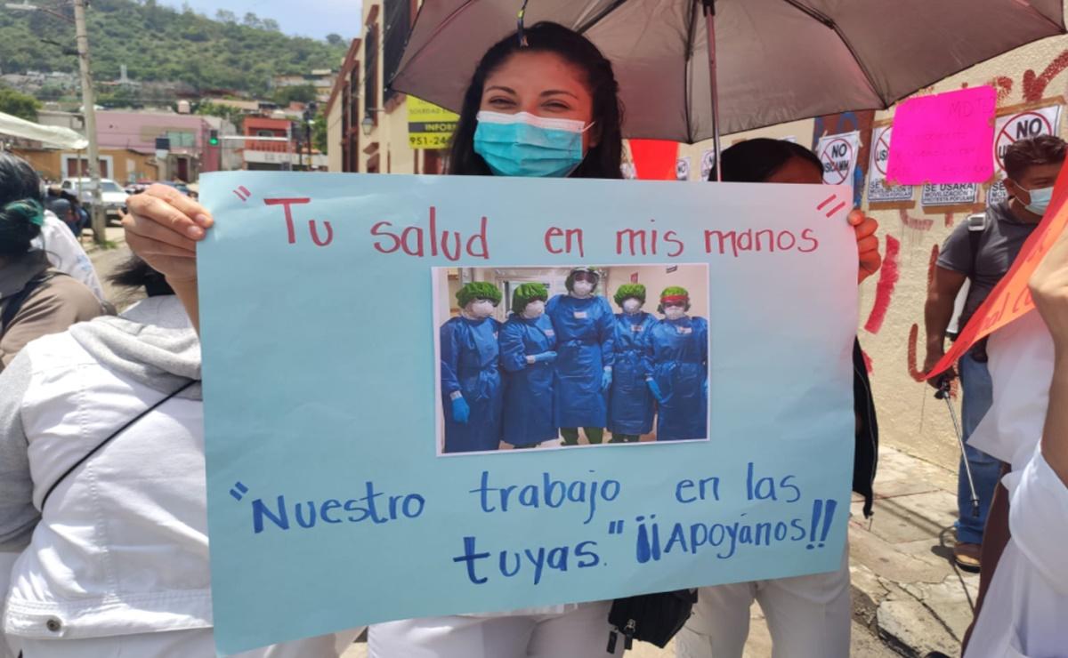 Personal del ISSSTE que combatió Covid-19 en Oaxaca y quedó desempleado pide apoyo a del magisterio