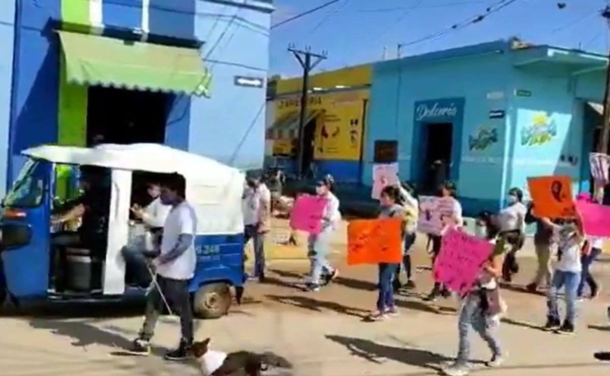 Vecinos de Zimatlán, Oaxaca marchan por el esclarecimiento del envenenamiento y muerte de ocho perros
