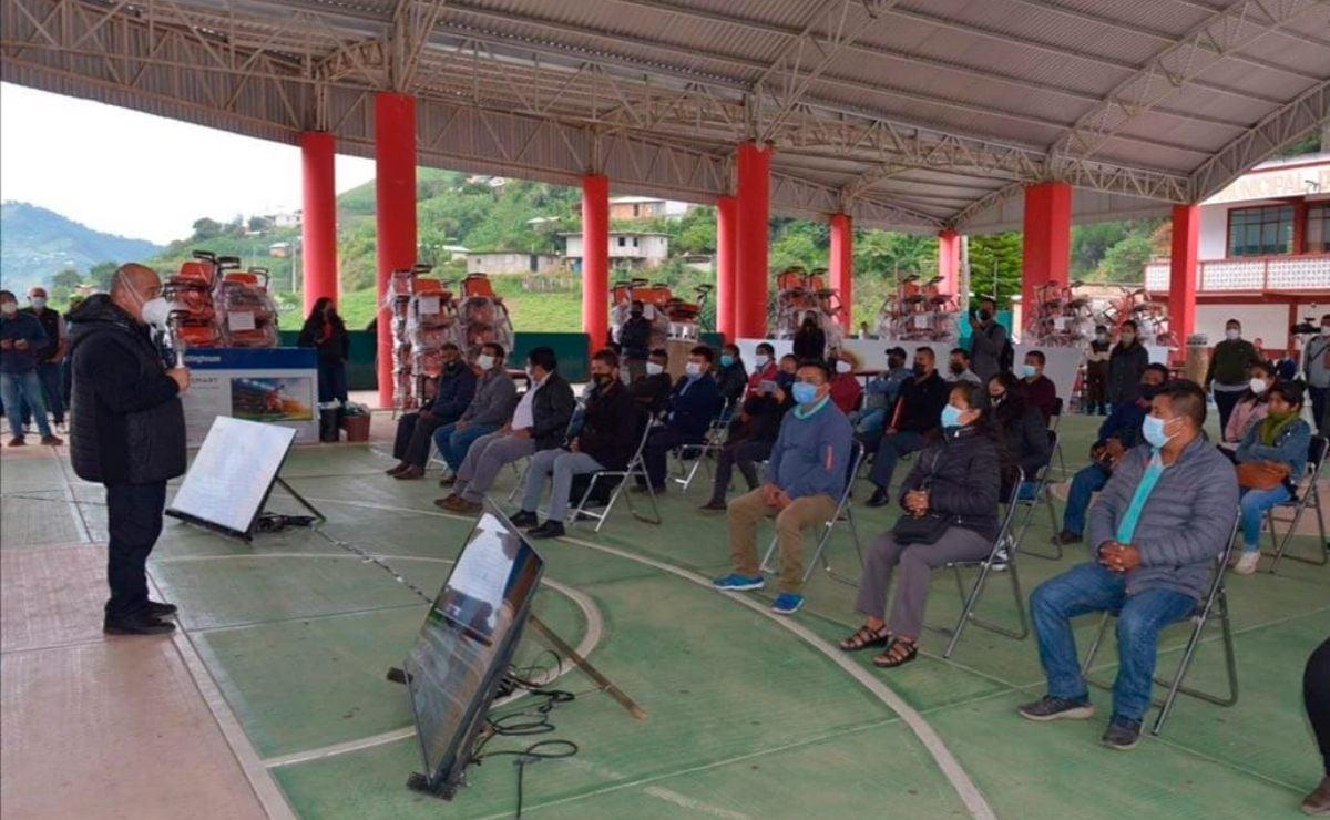 Entrega IEEPO mobiliario y equipo a 20 escuelas de la región Cañada, en Oaxaca