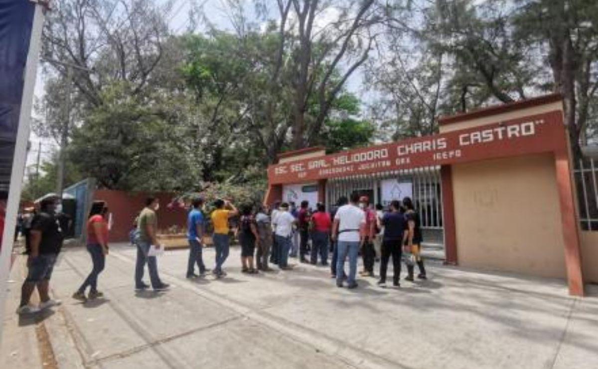 Maestros de Oaxaca regresarán a clases hasta que 60% de población esté vacunada, acuerda Sección 22