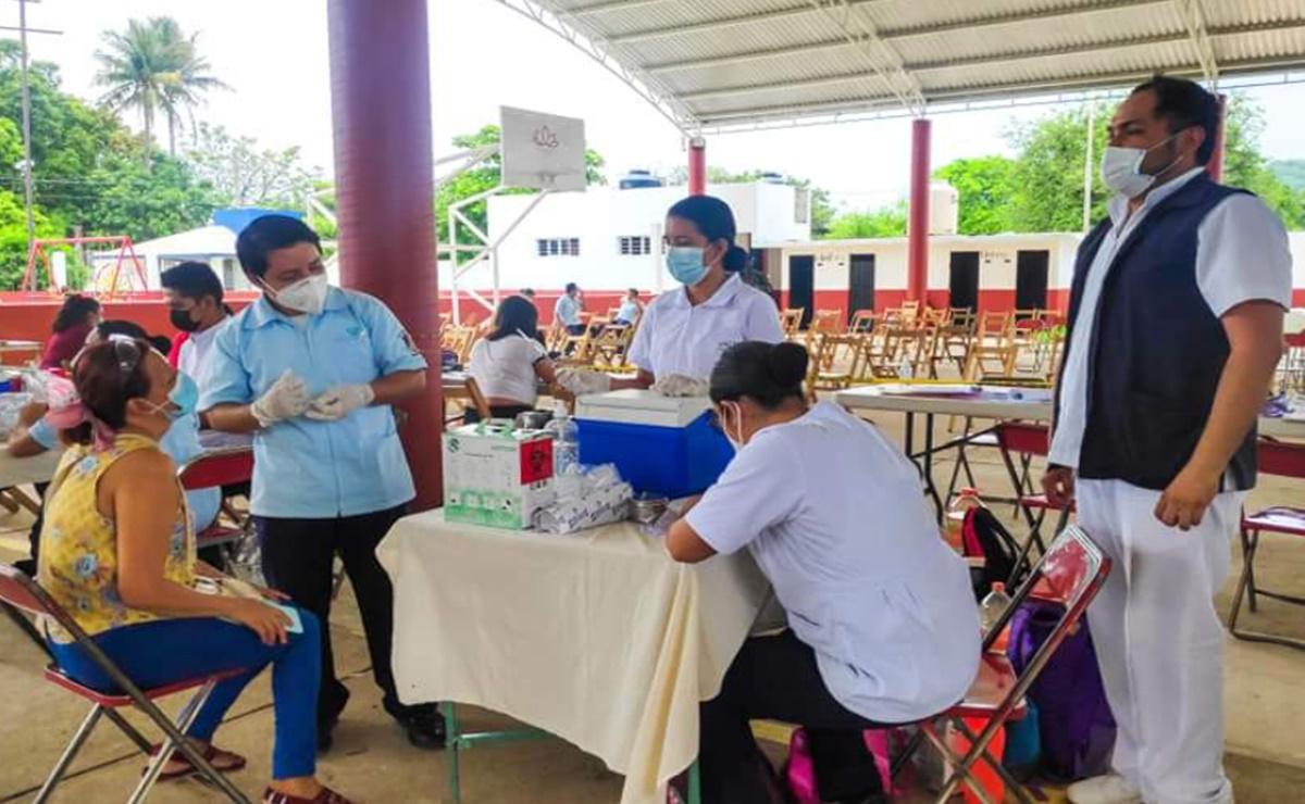 Vacunan contra Covid-19 a 30 mil pobladores mayores de 40 años en 25 municipios del Istmo de Oaxaca