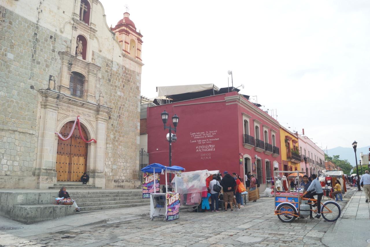 Ambulantes en capital de Oaxaca son responsabilidad del municipio, no del estado: Murat
