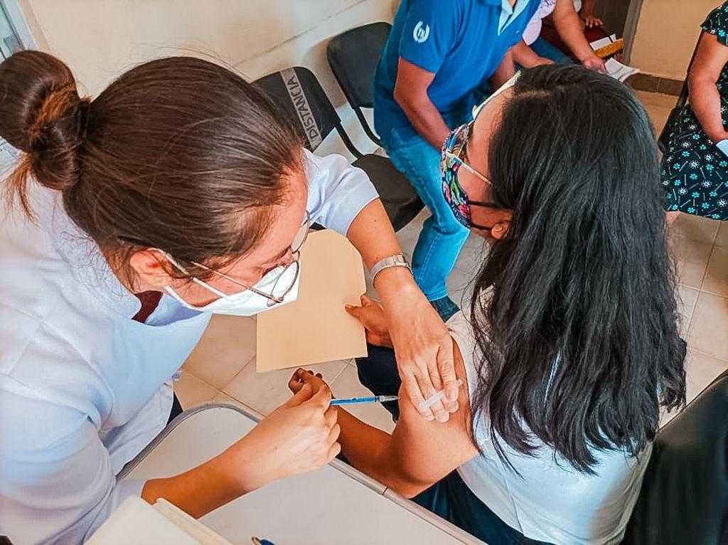 Aplicarán 57 mil vacunas anti-Covid de tres farmaceúticas en dirección regional Tuxtepec