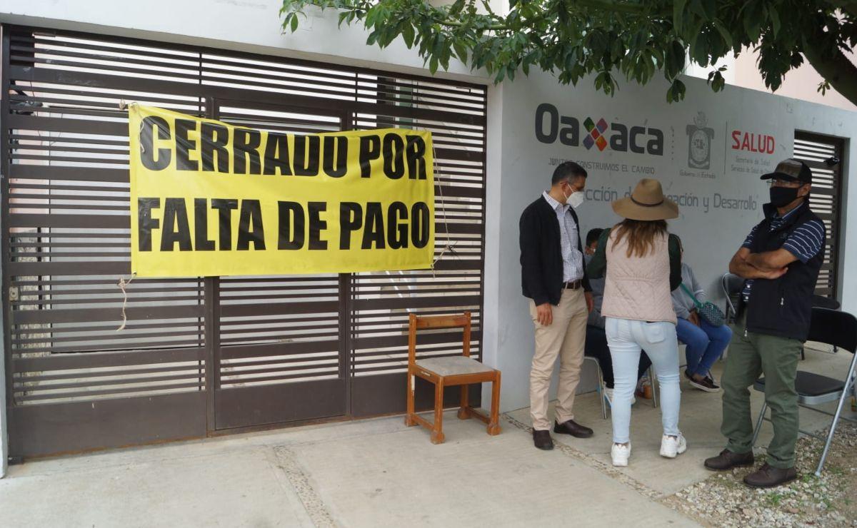 Dueños de inmuebles exigen a los Servicios de Salud de Oaxaca pago de rentas por oficinas; les adeudan 7 meses