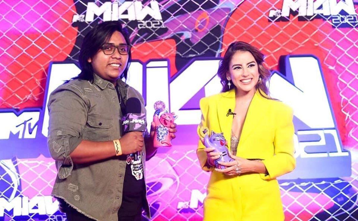 Oaxaqueño creador del traje de Miss Universo 2021 también diseñó estatuillas de los MTV Miaw