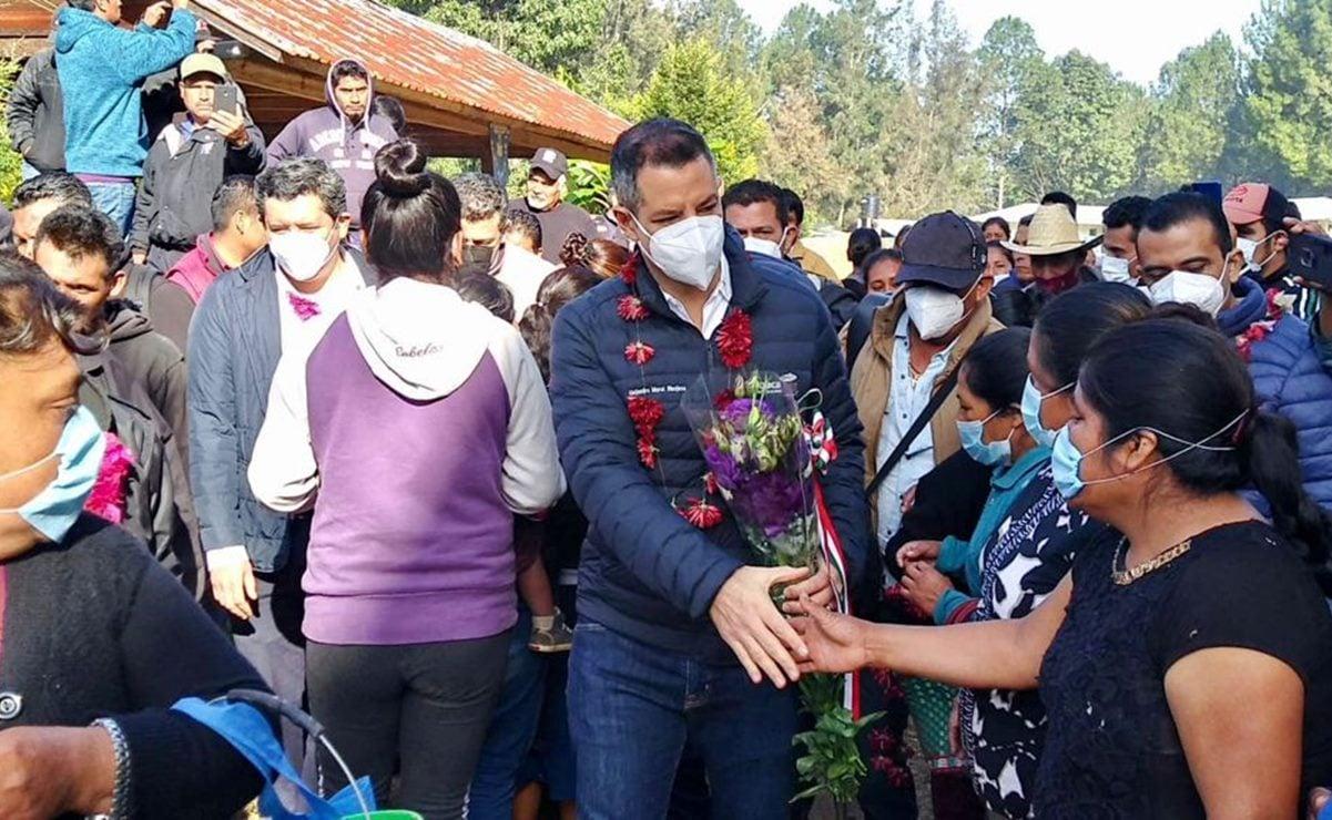 Arriba Murat a Textitlán para atestiguar acuerdos, tras liberación de más de 50 agentes retenidos