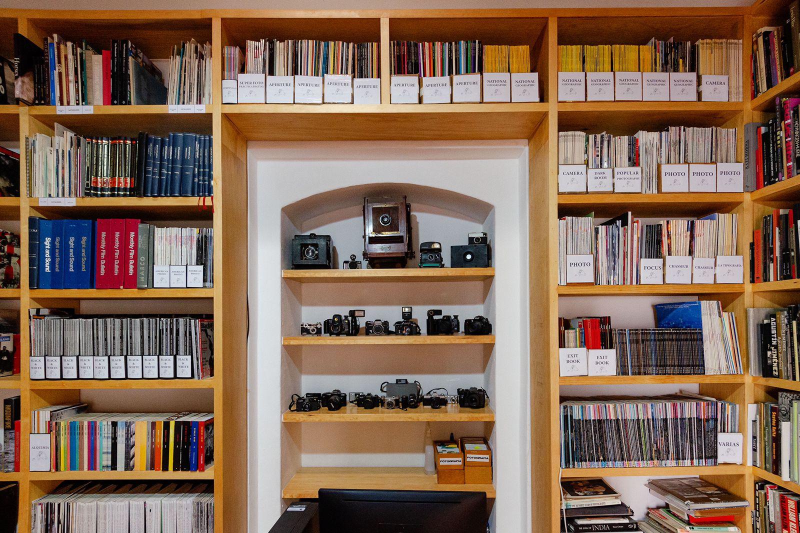 Biblioteca de Toledo, con 8 mil libros sobre foto, regresa al Centro Fotográfico Manuel Álvarez Bravo