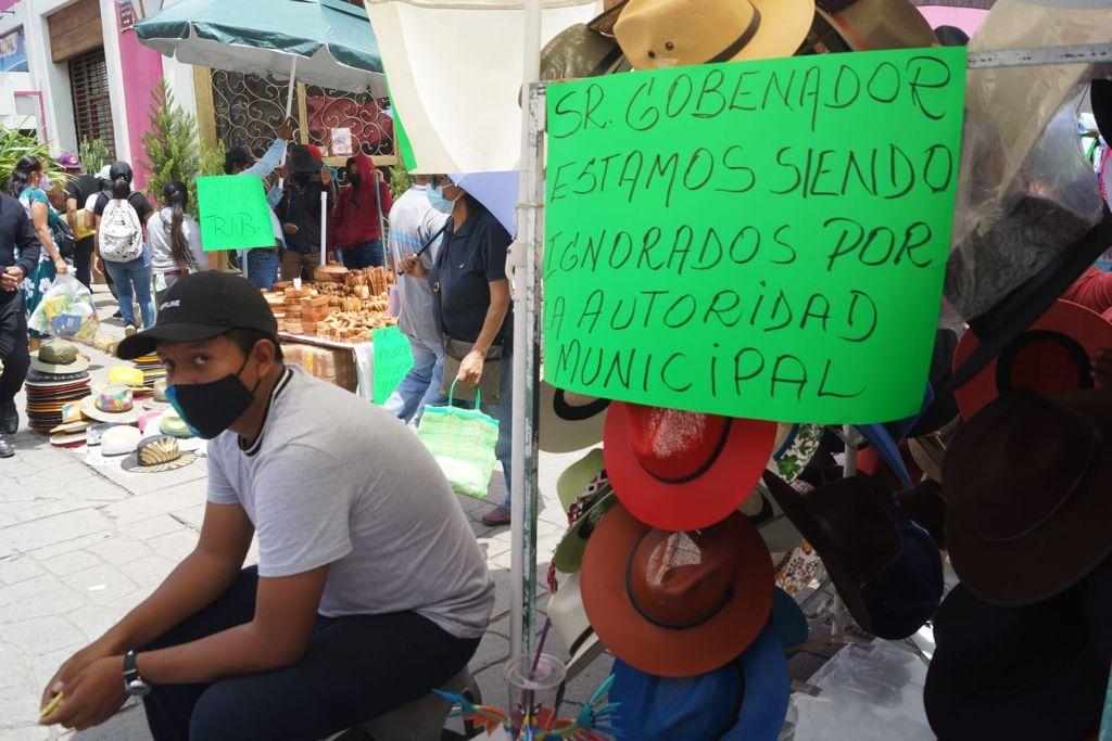 Casi 200 comerciantes retan operativo contra ambulantaje en la ciudad de Oaxaca; exigen diálogo