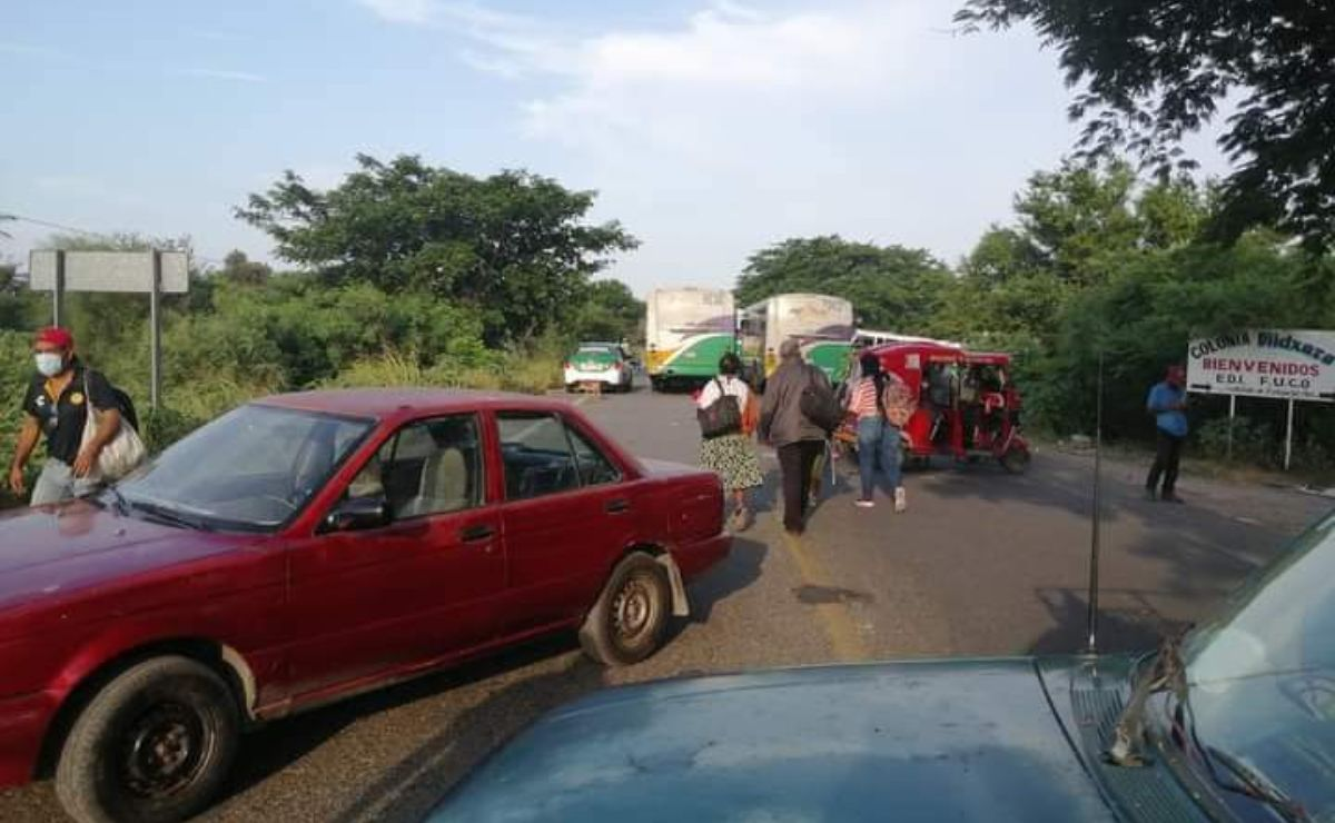 Continúa bloqueo de vecinos en carretera federal de Juchitán; exigen acción contra comerciantes