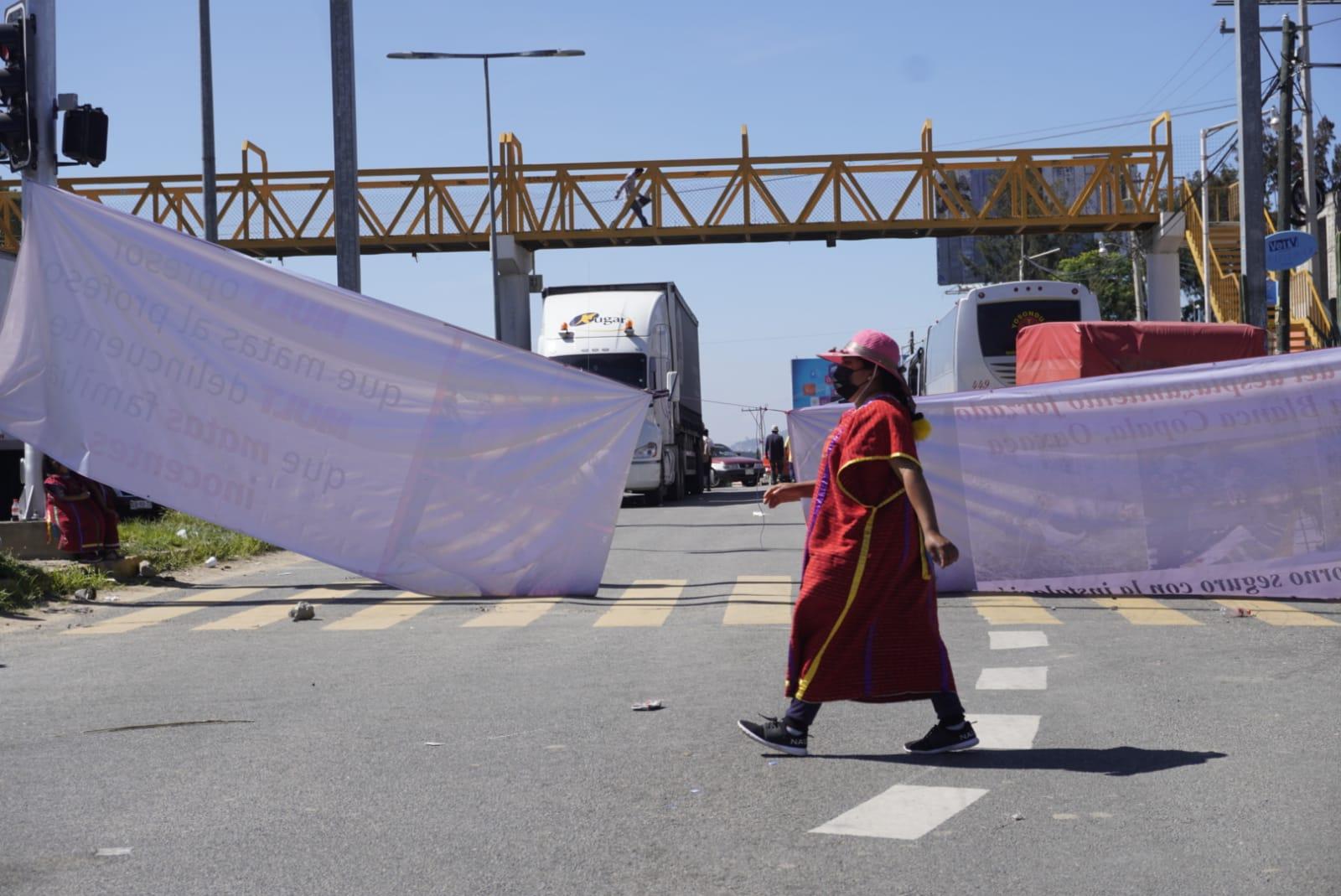 Ante bloqueo de triquis del MULTI, Segego llama a respetar acuerdos para retorno de desplazados