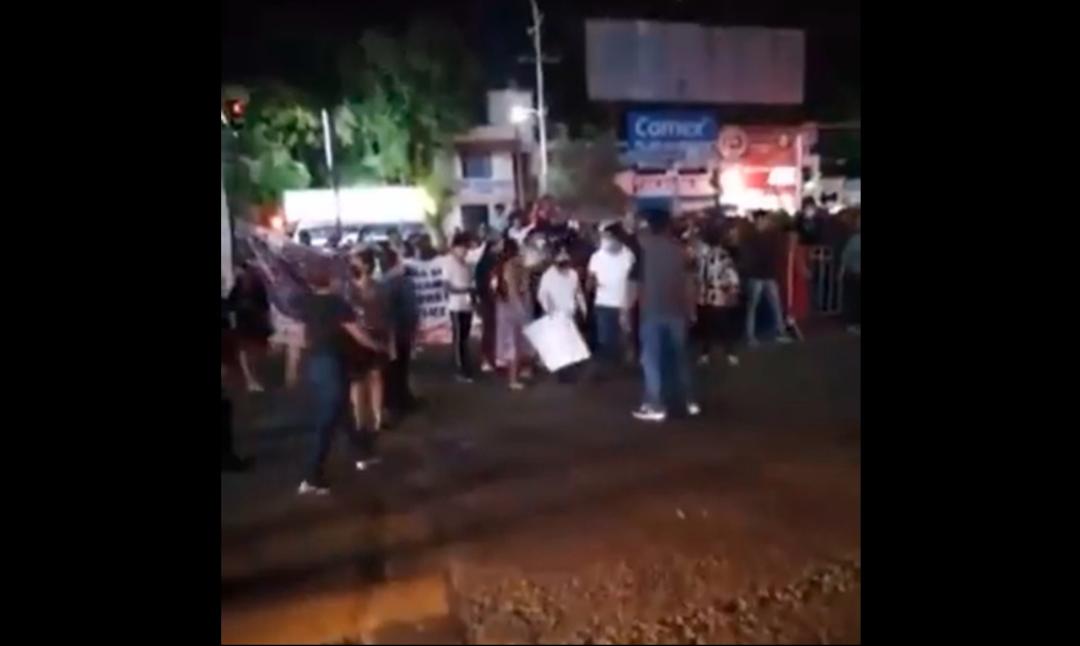 Enfrentamiento entre pobladores de Etla y el MULTI, tras dos días de bloqueo en Hacienda Blanca, Oaxaca