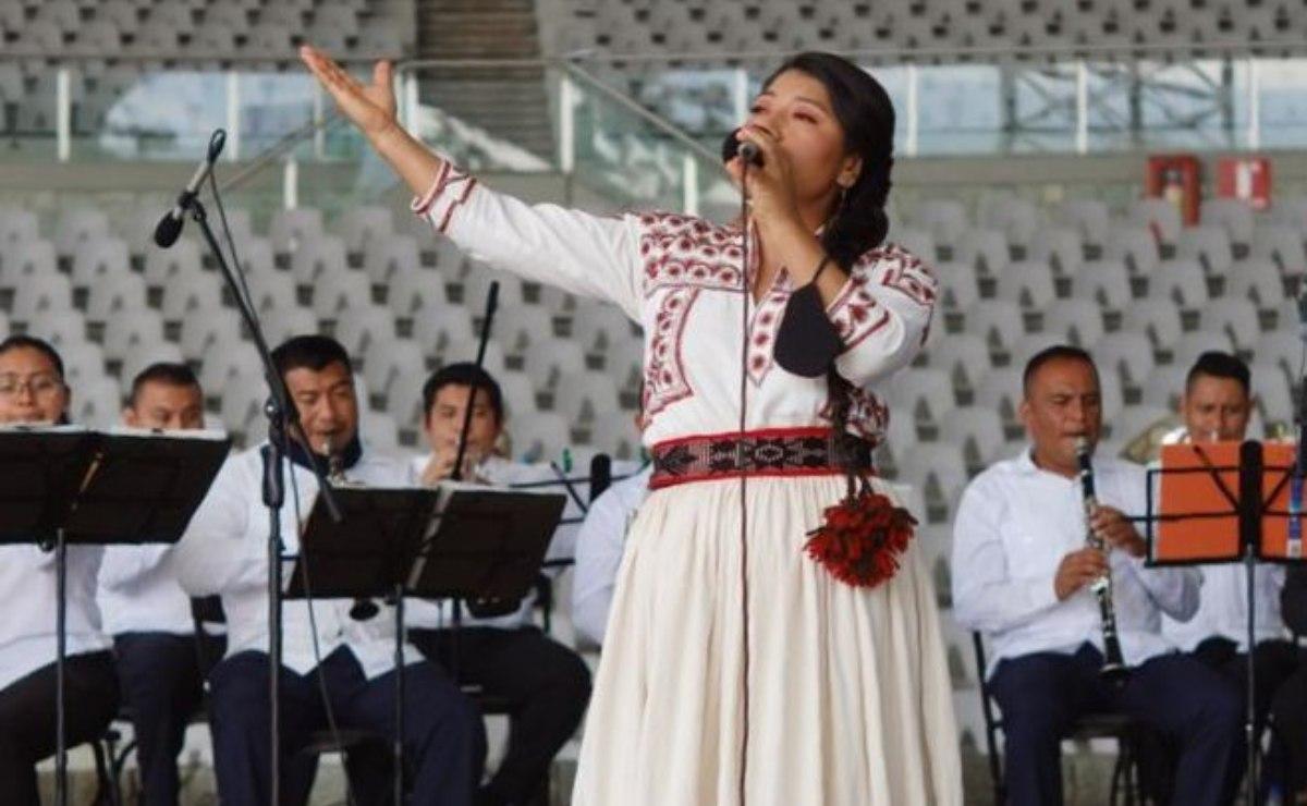 La soprano mixe María Reyna engalana octava de la Guelaguetza, con un mensaje de fuerza para Oaxaca
