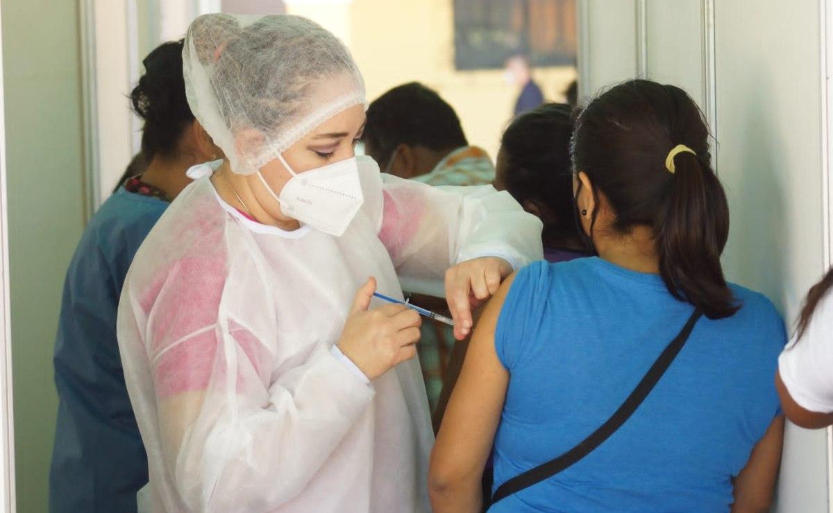 Ante tercera ola de Covid-19, reforzará Sedena vacunación en comunidades alejadas de Oaxaca