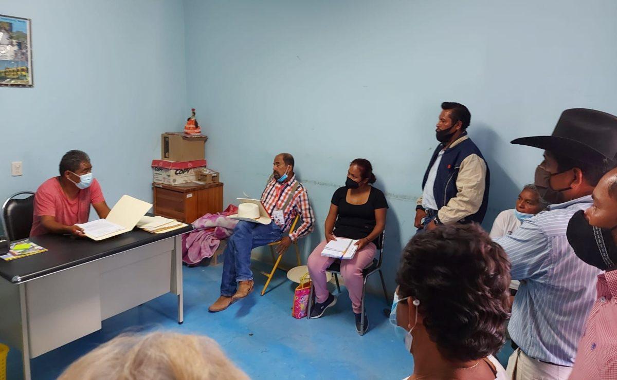 Pobladores de Ayuquila, Oaxaca, retienen a edil y piden revocación de mandato; Segego entabla diálogo