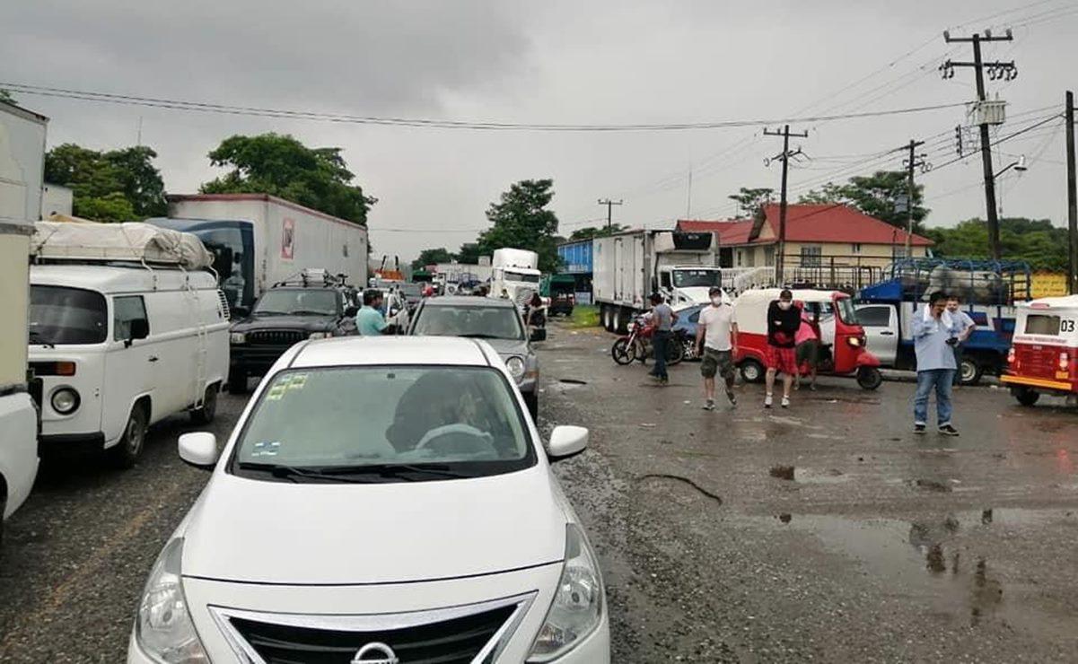 Bloqueo de San Juan Mazatlán, en el Istmo de Oaxaca, causa desabasto y filas de vehículos de 4km