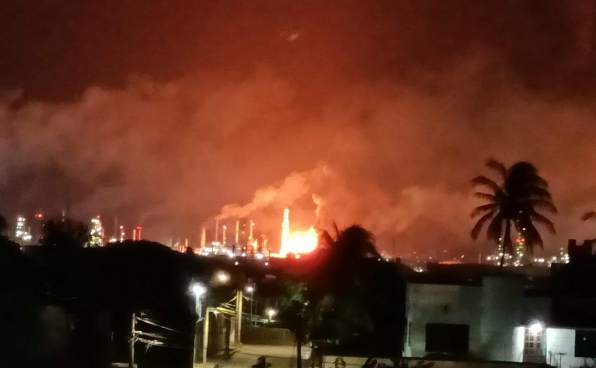 Se incendia refinería Antonio Dovalí Jaime en Salina Cruz, Oaxaca; reportan daños materiales