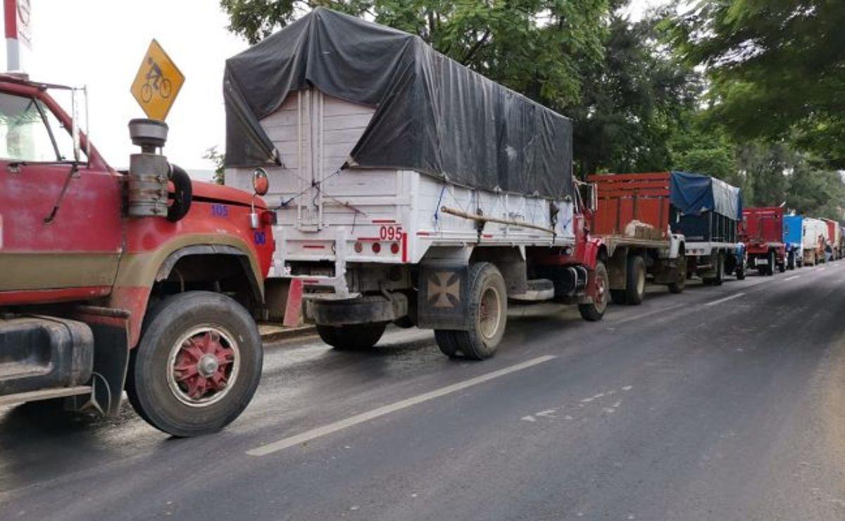 Transportistas del CIT exigen contratos en obra de ampliación de Símbolos Patrios, en la ciudad de Oaxaca