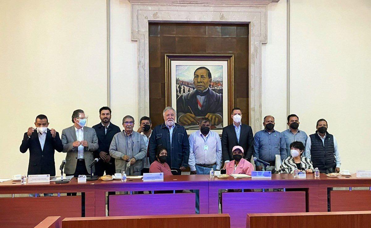 Tras ser dados por muertos, Murat y Encinas se comprometen a resarcir daños a mil comuneros de Ixcatlán, Oaxaca