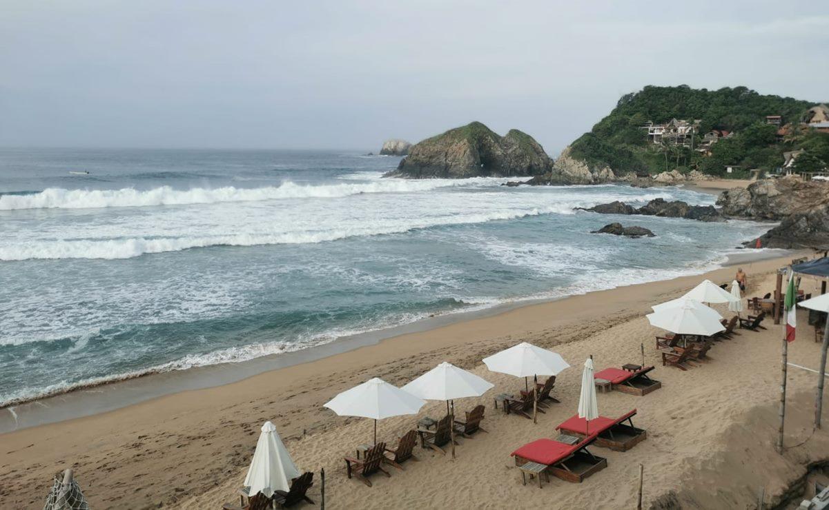 Zipolite se suma a suspensión de servicios turísticos; no cierra playas, pero no recibe a nuevos visitantes