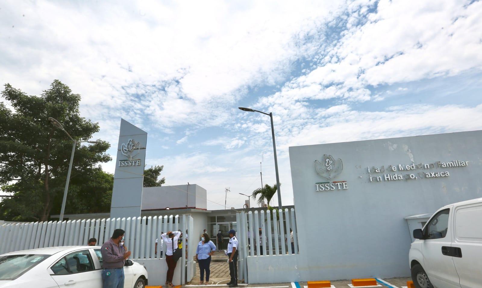 Director del ISSSTE se compromete a rescatar clínica abandonada en Unión Hidalgo, Oaxaca