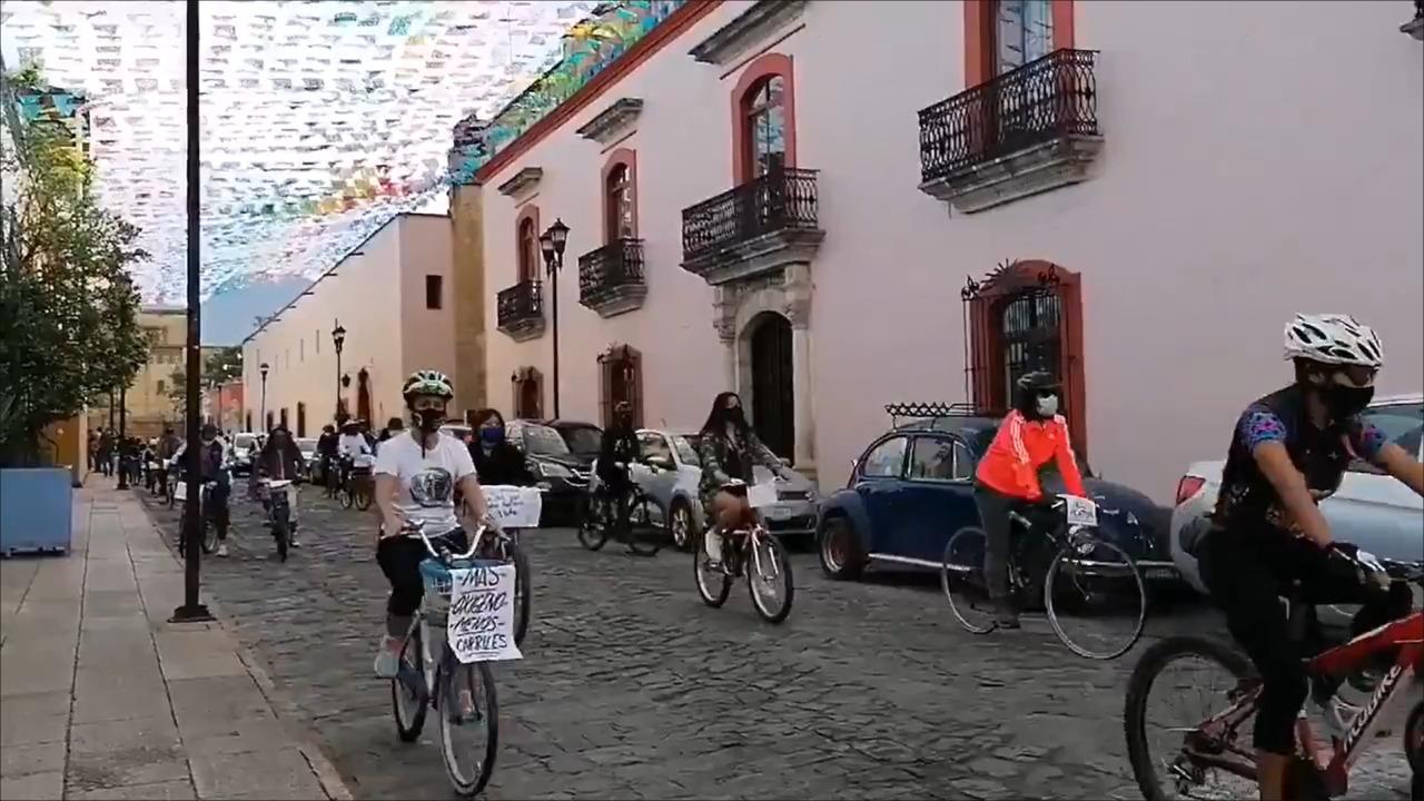 """Con rodada, activistas piden replantear obra en Símbolos Patrios, Oaxaca; """"afectará al ambiente y a la sociedad"""", afirman"""