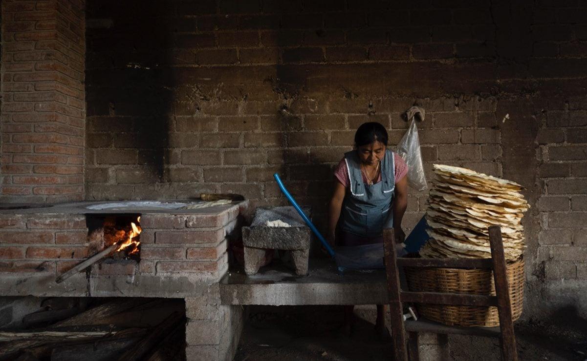 Tlayudas, armas contra la pobreza: Mujeres zapotecas de Oaxaca transforman su oficio con estufas ahorradoras