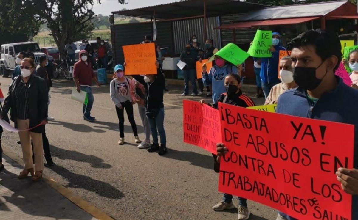 Trabajadores de la Salud protestan en el Congreso de Oaxaca; acusan despido de hasta 5 mil empleados