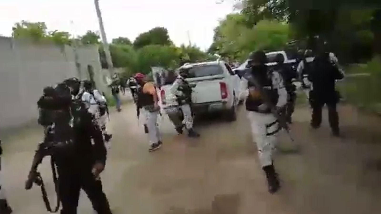 Pobladores de San Francisco del Mar, comunidad ikoots de Oaxaca, se enfrentan con elementos de la Guardia Nacional