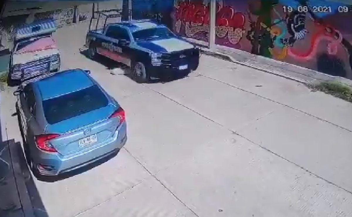 Policías municipales de Huajuapan, en la Mixteca de Oaxaca, atropellan a perrito con su patrulla