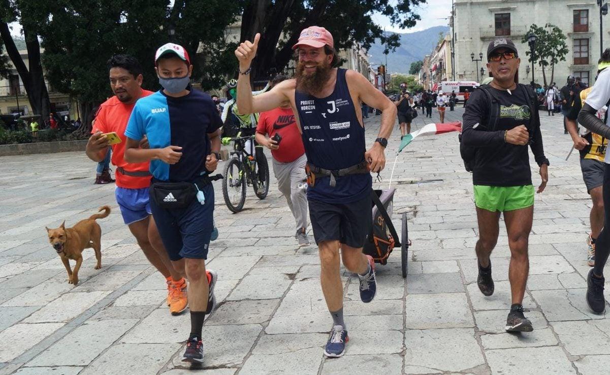 """Llega a Oaxaca """"Forrest Gump"""", atleta alemán que busca atravesar México en 120 días"""