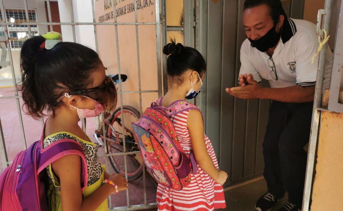 Así son las clases híbridas en una de las pocas escuelas del Istmo de Oaxaca que retornó a las aulas