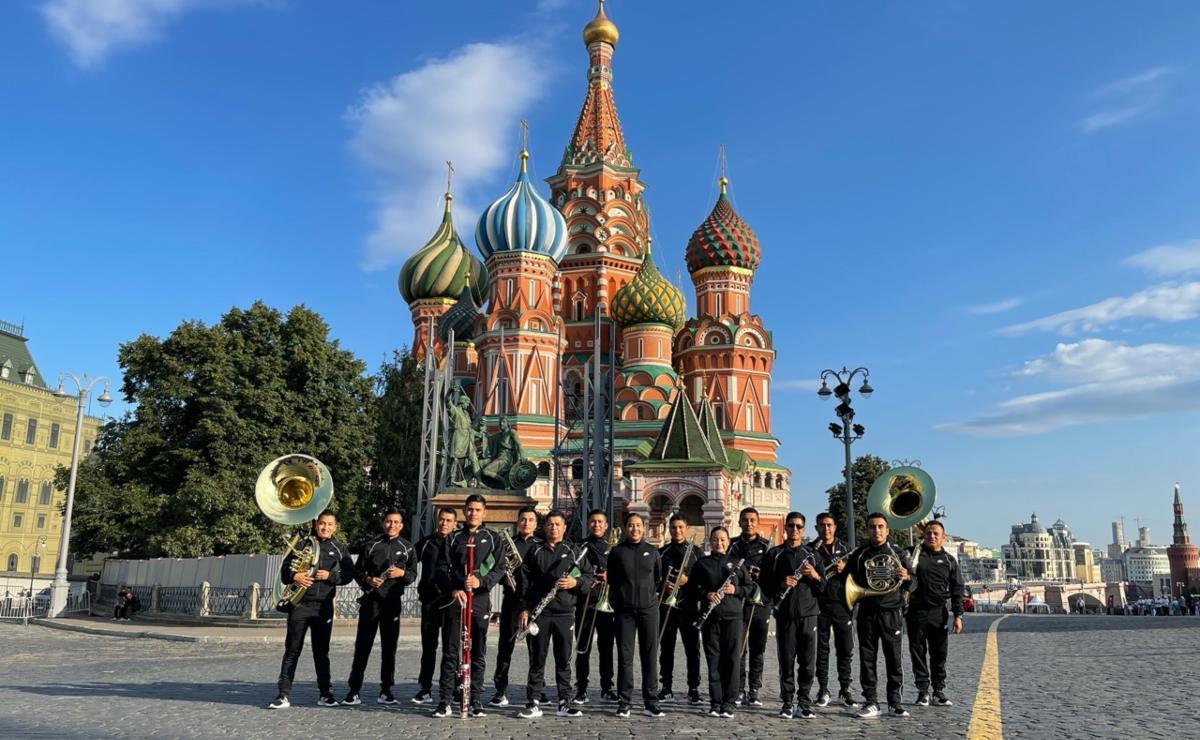 Llevan música mexicana a Rusia, un grupo de 14 oaxaqueños participa en el festival internacional Spasskaya Tower, en Moscú