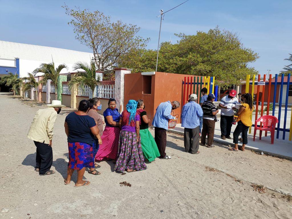 Denuncian en San Mateo del Mar, comunidad ikoots de Oaxaca, uso político de vacunas antiCovid