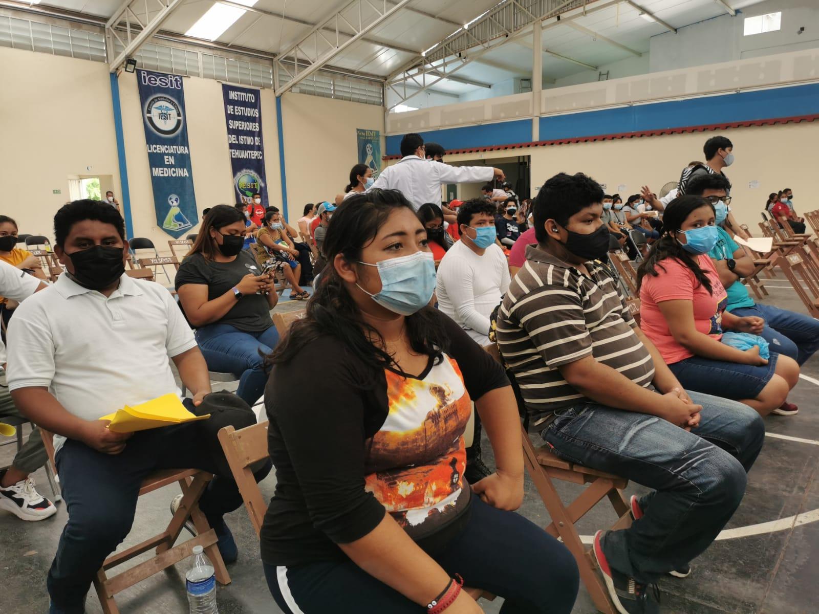 Aplican 35 mil dosis contra Covid-19 a mayores de 18 años en Juchitán, Tehuantepec y Salina Cruz
