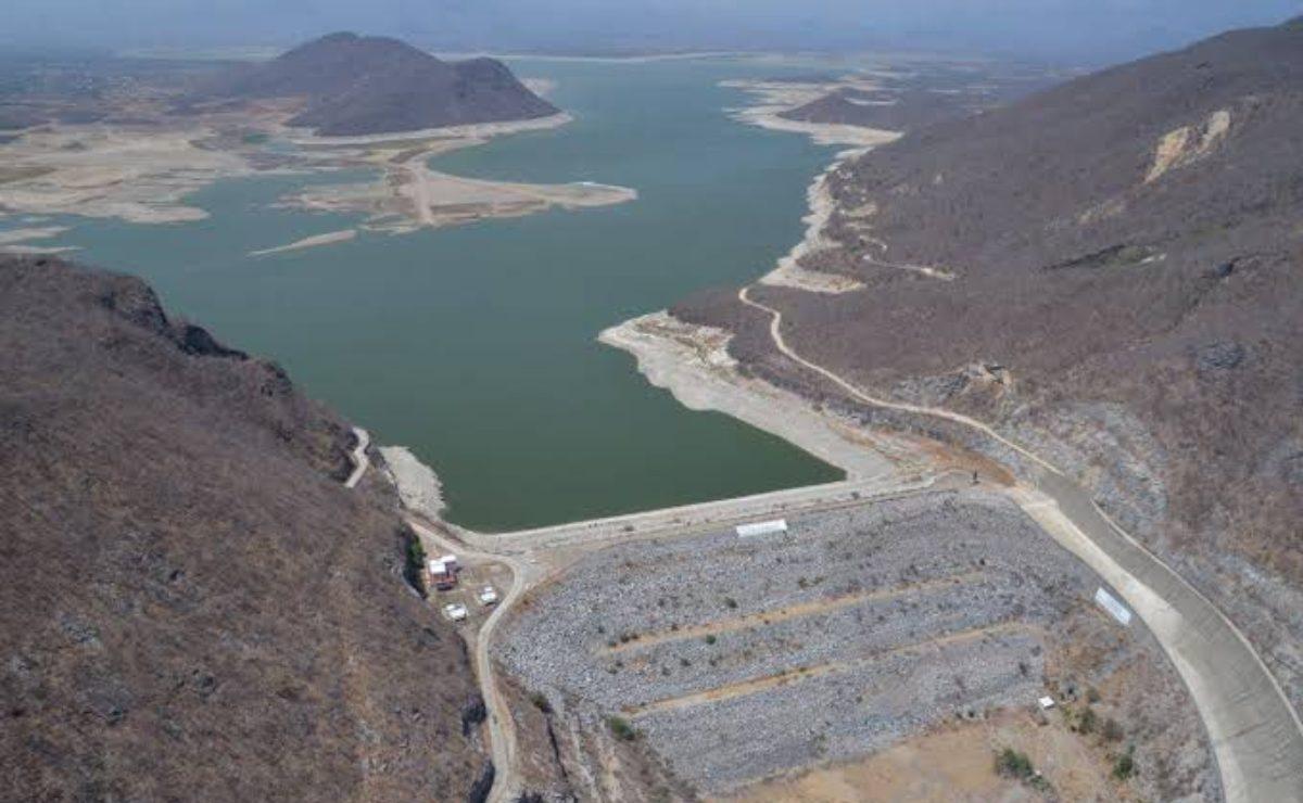 Alerta en Tehuantepec, Oaxaca, por lluvias y desfogue de la presa Benito Juárez, al 107% de capacidad