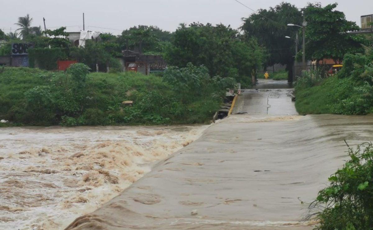 Lluvias inundan municipios del Istmo de Oaxaca; instalan refugios por riesgo de desborde de ríos