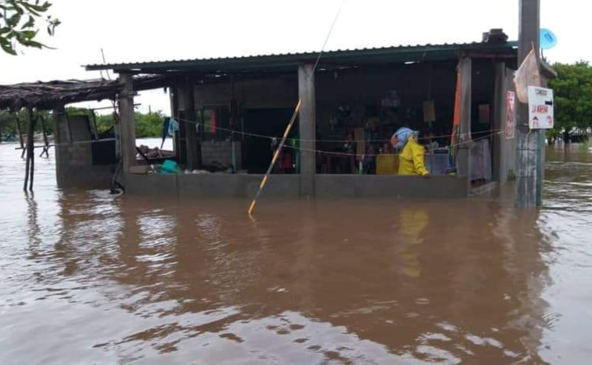 Inundaciones dejan incomunicadas a agencias de Juchitán, en el Istmo de Oaxaca; hay miles de damnificados