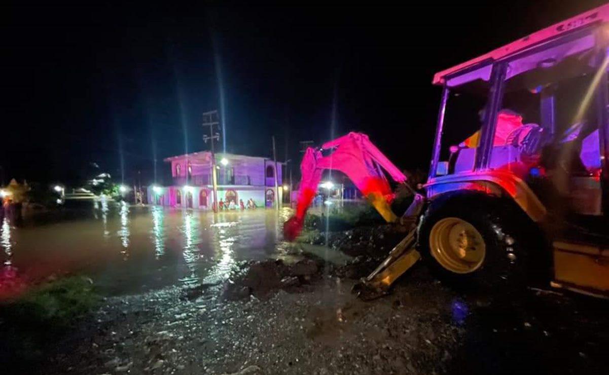 En La Ventosa, Oaxaca, el agua subió 2 metros e inundó a 3 mil familias; exigen comida y colchonetas