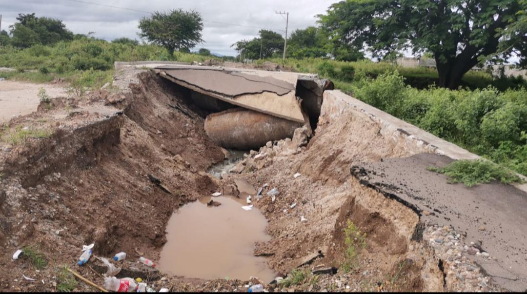 Por lluvias, colapsa subcolector de drenaje en Juchitán, Oaxaca, que costó 22 mdp; advierten riesgo sanitario