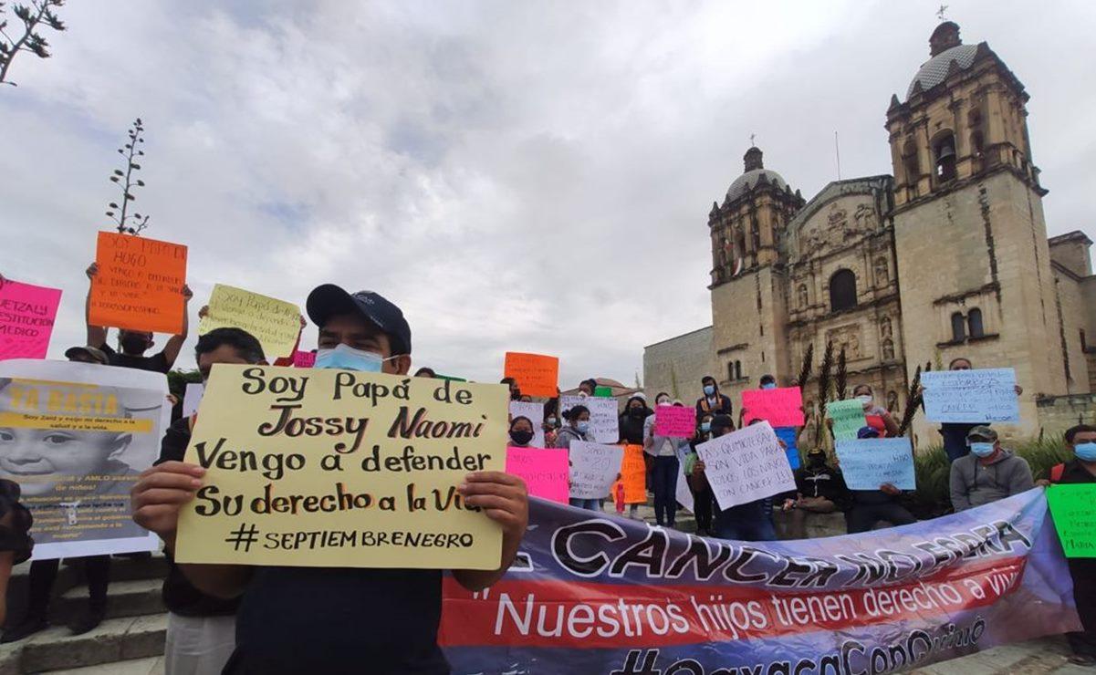 Padres de niños con cáncer en Oaxaca exigen garantizar quimios y recontratar a especialistas despedidos