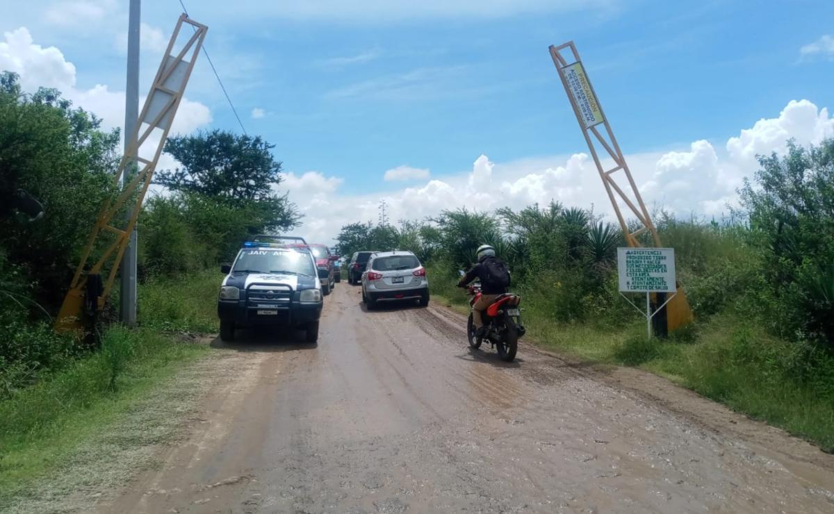 Pobladores de Tlacolula bloquean carretera federal 190 en protesta contra inmobiliaria