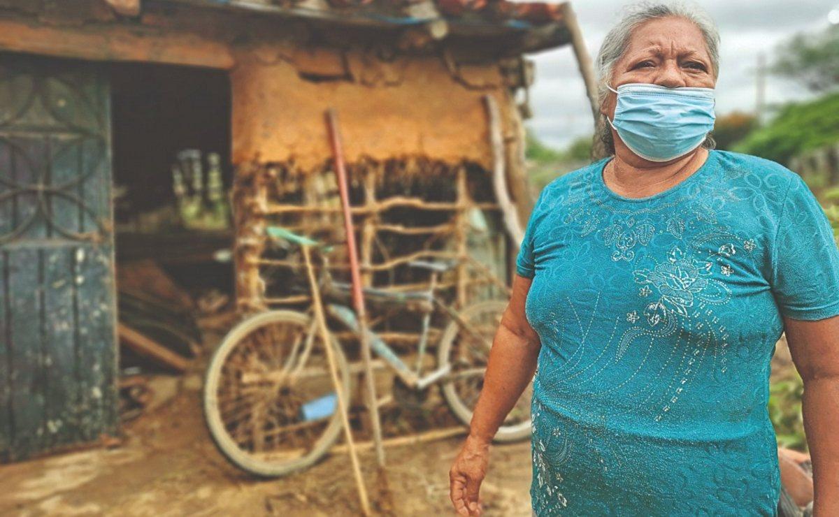 La Ventosa: hundida en lodo y pérdidas; tras inundaciones en Oaxaca, ayuda de gobierno no llegó