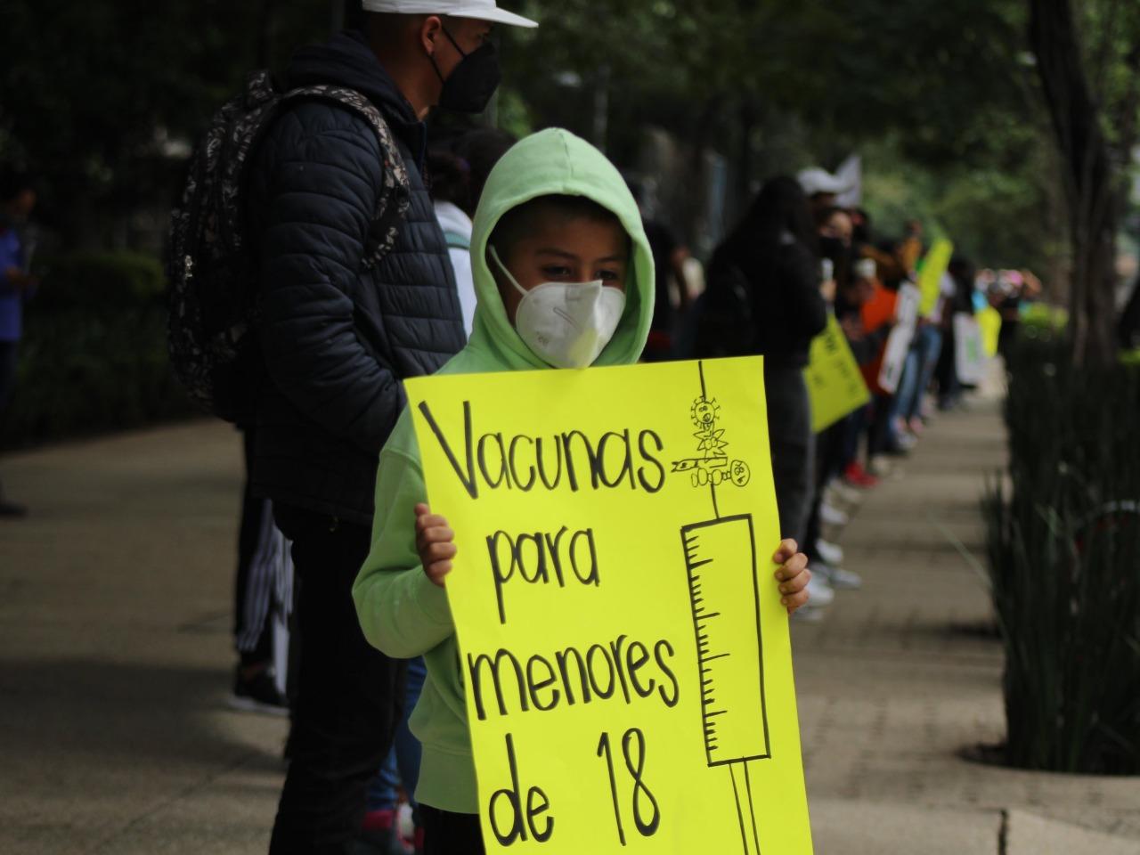 Alumnos de secundaria en Oaxaca exigen a federación agilice vacunación contra Covid a mayores de 12