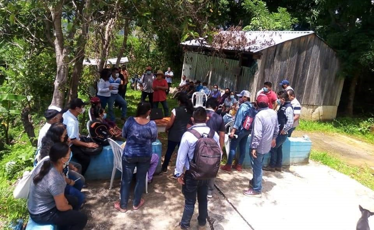 Afectados por sismo de 2020 en San Mateo Piñas, Oaxaca, retienen a 4 funcionarios federales