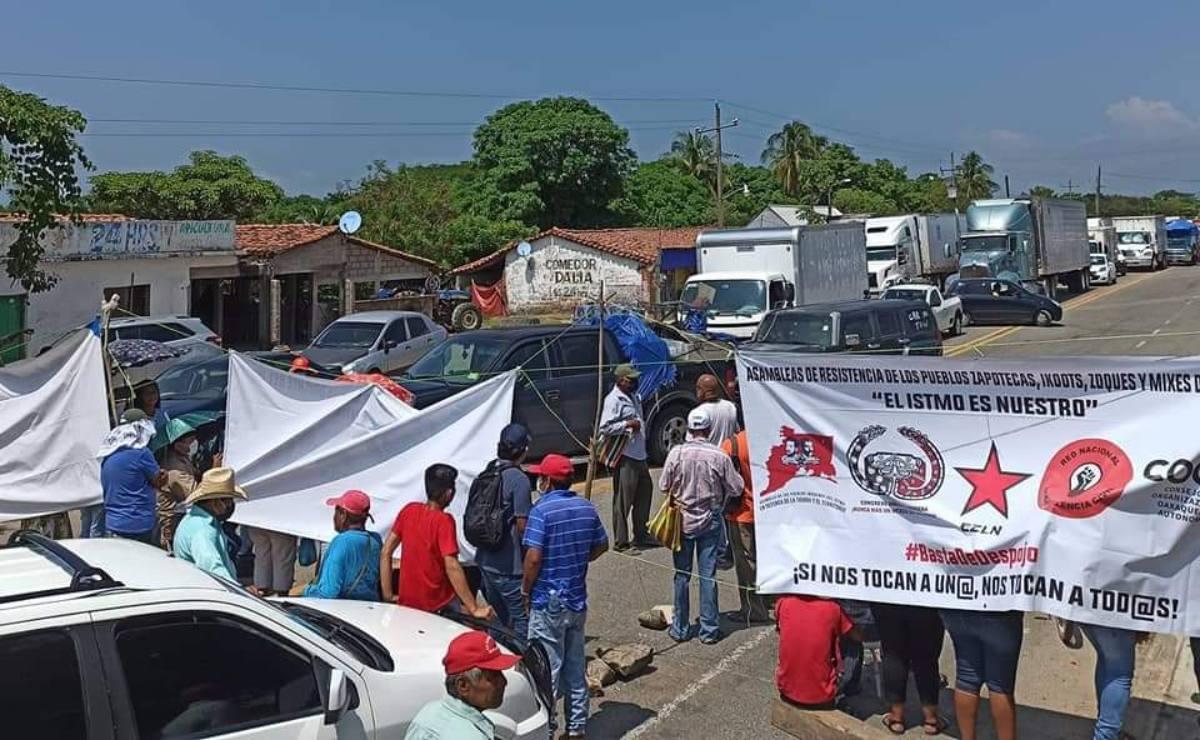 Con bloqueos carreteros, 15 comunidades exigen cancelación del Programa de Desarrollo del Istmo, Oaxaca