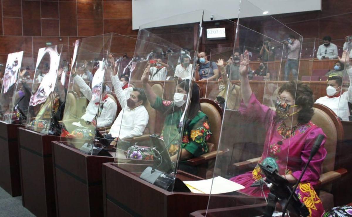 Dan en Oaxaca hasta 3 años de cárcel a patrones que obliguen a empleados a firmar hojas en blanco