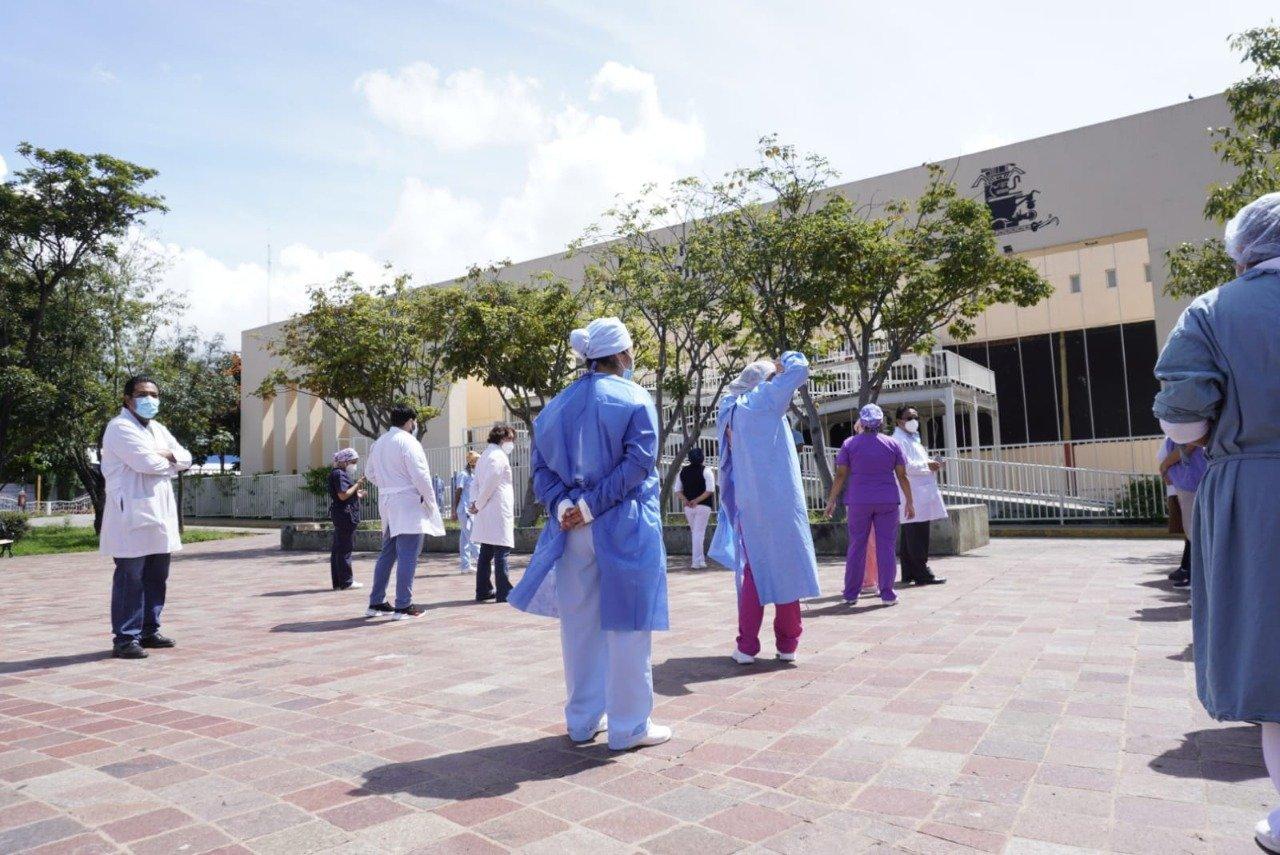 Tras despido de empleados, personal médico de Hospital Civil de Oaxaca no se da abasto