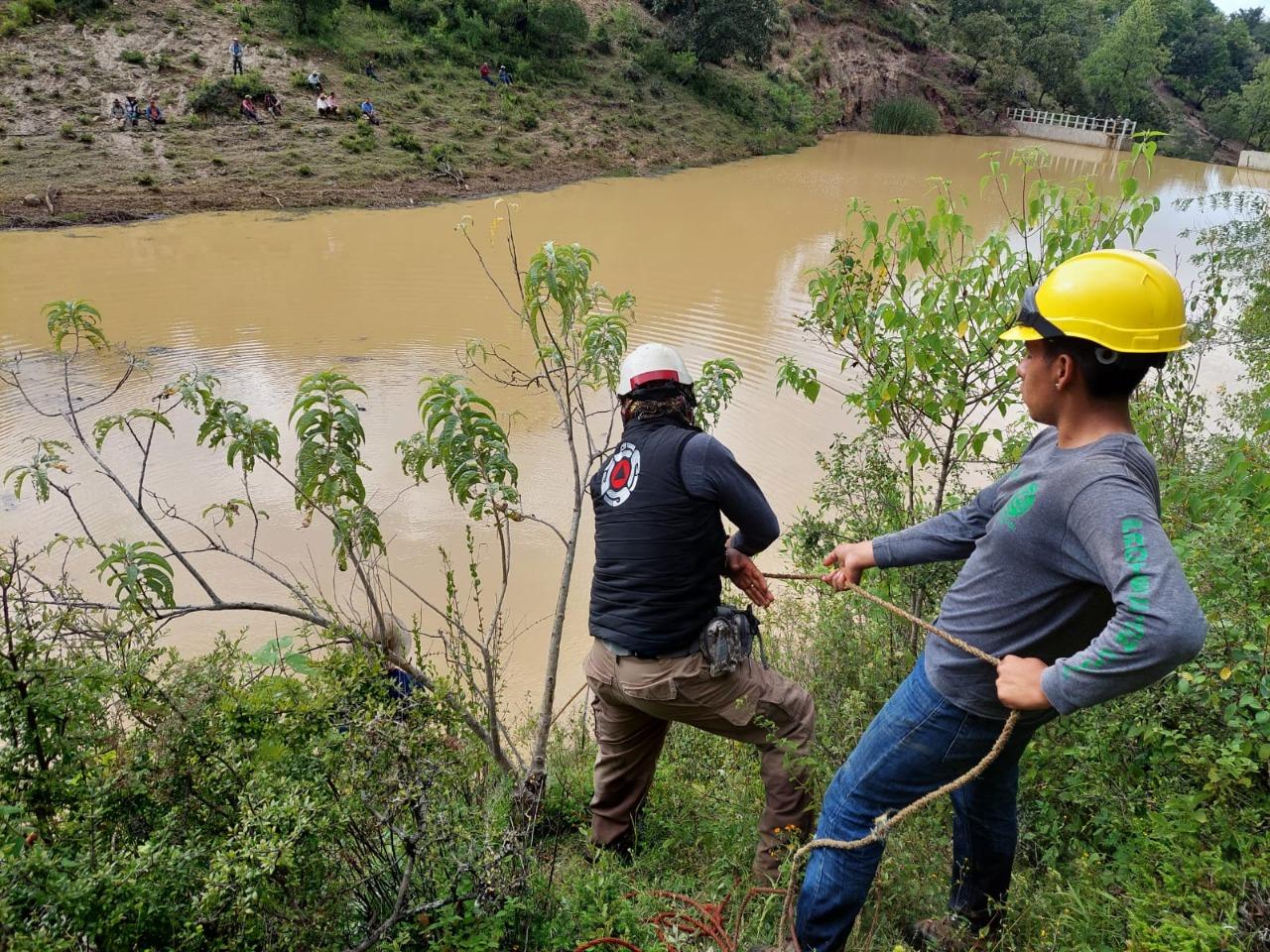 Rescatan los cuerpos de 3 autoridades municipales arrastradas por el río en San Juan Mixtepec, Oaxaca