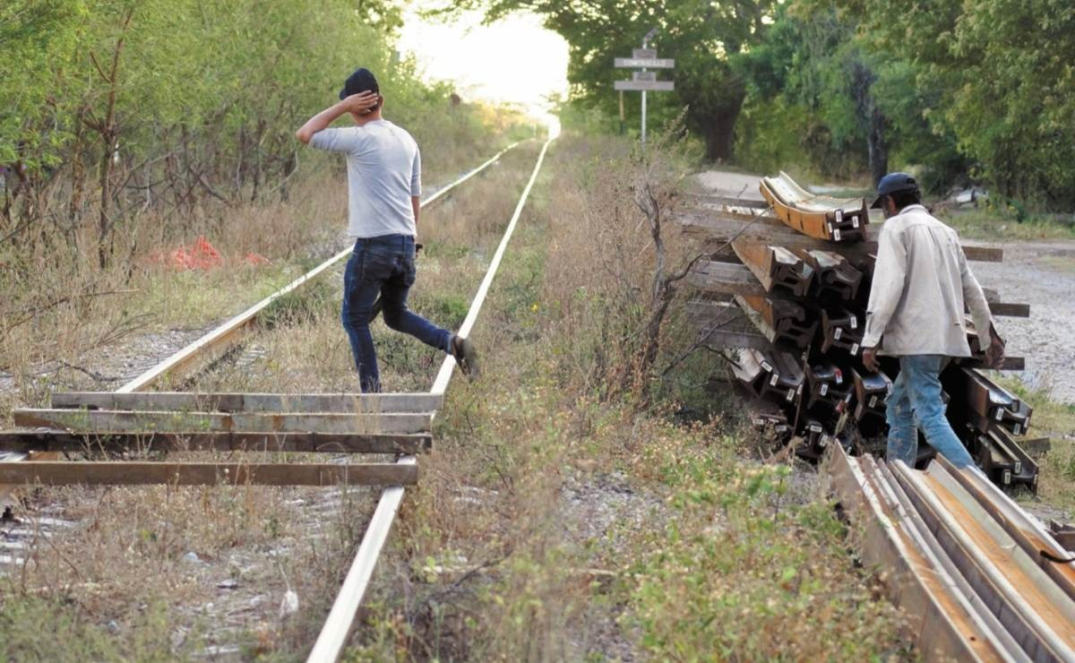 Campesinos del Istmo de Oaxaca expulsan de sus tierras a trabajadores del Tren Transístmico