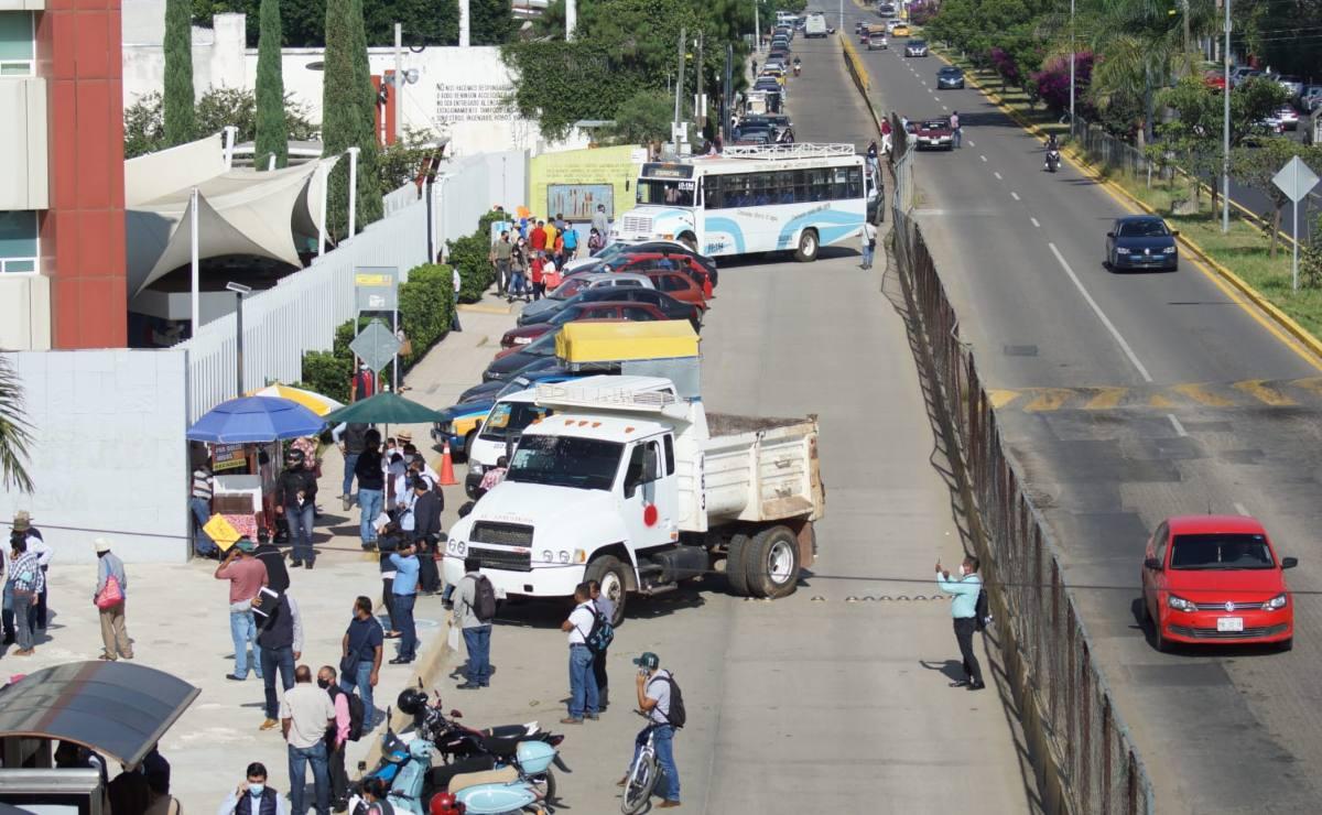 'Cercan' Ciudad Administrativa de Oaxaca en protesta por reapertura de Hierve el Agua; piden diálogo